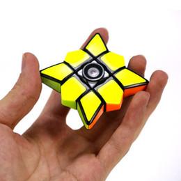 2019 spin spielzeug magie Zappeln Sie Spinner Cubes Spinning Magic Cube EDC Anti-Stress-Rotation Zappeln Sie Spinner Dekompression Neuheit Spielzeug für Kinder mit Kleinkasten günstig spin spielzeug magie