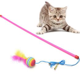 Скачки онлайн-Палка мяч Случайный Цвет Мяч Белл Перо Палочка Палочка Для Cat Catcher Тизер Игрушка Для Pet Kitten Прыжки Поезд Помощь Fun