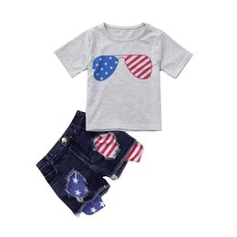 T-shirt americane online-Toddler Girl Designer Abbigliamento American Flag Independence National Day USA 4 luglio Grey Star Stripe Print T-Shirt Shorts in denim triturato Set