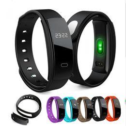 2019 rastreador de paquetes QS80 Pulsera inteligente Fitness Tracker Sport Smart Wristband IP67 impermeable OLED Smart Band Bluetooth para Android IOS con paquete al por menor rastreador de paquetes baratos