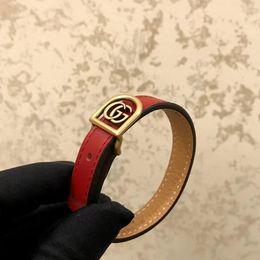 pulseiras luxuosas Desconto Couro genuíno de luxo com palavras de metal e logotipo para mulheres e homem pulseira em preto e vermelho jóias de casamento PS7281