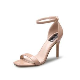 Sandalias stiletto color nude online-2019 charol plata tacón alto verano nuevas sandalias stiletto mujeres palabra hebilla punta abierta zapatos de color de mujer