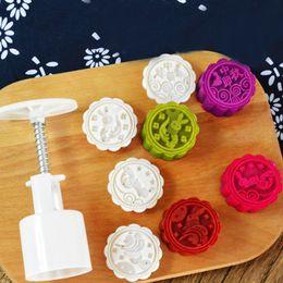 Mooncake werkzeuge online-50 Gramm Runde Kuchenform Optional 1 Satz Kunststoff Mooncake Mold Blumen-Mond-Kuchen-Form-DIY Küche Bakeware Backen-Werkzeuge für Kuchen