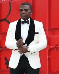 Canada Nouveau Design Un Bouton Ivoire Marié Tuxedos Groomsmen Châle Lapel Meilleur Homme Costumes Hommes Costumes De Mariage (Veste + Pantalon + Gilet + Cravate) 1004 supplier ivory groom vest suit Offre