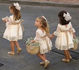 2019 anos vestido de modelo bebê bebê Festa Moda Primavera meninas dama de honra vestido branco da criança do bebê Crianças Joelho de comprimento Lace manga comprida Bow casamento vestidos de princesa