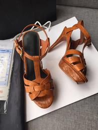 modelli di vestiti estivi per le donne Sconti Nuovo abito estivo scarpe da donna tributo sandali t cintura sandali ultra piatti designer di presentazione scarpe da donna partito classico modello di pietra