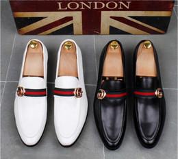2019 männer rote böden schwarz Hochwertige Mode Männer High Top Britischen Stil Rrivet Kausalen Luxus Schuhe Männer Rot Gold Schwarz Untere Schuhe kleid schuhe männer