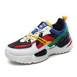 Легкие мужские сетчатые туфли онлайн-2019 Новые мужчин Повседневная обувь Мужская мода легкий воздухопроницаемой сеткой мужской обуви толстым дном роскошные дизайнерские мужские туфли