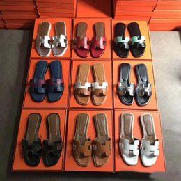 H sapatos on-line-2019 H Designer de Luxo Sapatos Slides Verão Praia Interior Plana G Sandálias Chinelos Casa Flip Flops Com Spike sandália size35-40 com Caixa Q45