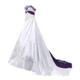 Corsetto abiti di cerimonia nuziale indietro lacci online-Purple and White Wedding Dresses 2019 Sweetheart Corset Lace-up Back Sweep Train Lace Embroidery Church Garden Wedding Gown Cheap