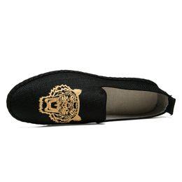 Вышитые туфли ручной работы онлайн-Конопляные эспадрильи Мужская тигровая вышивка Повседневная обувь Slip On Loafer Плоские туфли ручной работы Рыбак Холст обувь Тапки