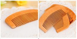 peine la cuchilla peina el cabello Rebajas Hot Peine de madera Salud Natural Peach Madera antiestática Cuidado de la salud Barba Peine de bolsillo Peines Cepillo para el pelo Masajeador Herramienta de peluquería Envío gratis