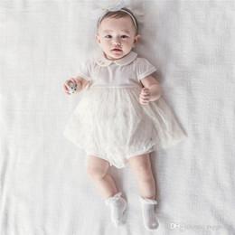 denimkleid weißer kragen Rabatt Stilvolle INS Kleinkind Baby Mädchen Fly Rüschen Kurzarm Spitzenkleid Strampler Blank White Round Kragen Zurück Button Neugeborenen Overalls 0-2 T