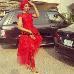 V-ausschnitt-cocktail-overall online-Lace Aso Ebi Abend Overall mit Zug 2020 Red Lace Applique Peplum High Neck afrikanischen nigerianischen Cocktail Prom Party Dress Wear