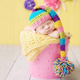 cappello lungo della fotografia di neonati Sconti Baby photography prop newborn baby cappello pom pom con coda lunga shooting baby foto accessori foto neonato foto infantile fotografia
