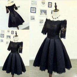 Hot Black Lace Curto Prom Vestidos Com Fora Do Ombro Meia Mangas Lace Apliques Uma Linha Na Altura Do Joelho-Comprimento Vestidos de Noite Vestidos Formais de