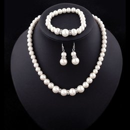 Lusso Faux set di gioielli di perle nozze sposa finte perle di perle artificiali catene collane orecchini donne braccialetto aggancio A0121 Gioielli da costume di abbigliamento hanfu fornitori