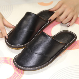 Chinelos de quarto de couro on-line-Novo Luxo Moda Outono Inverno Chinelo homens genuína de vaca sandálias de couro Sapatos Pai Estudo Quarto Chinelos Tamanho 39-44