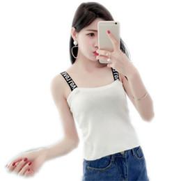 Mujer tanque negro online-Chic Crop Top mujer camisola carta camiseta sin mangas mujer recortada verano negro blanco correa sin mangas de Cami Tops chaleco Feminino
