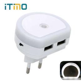 Lampade da parete usb online-iTimo LED Night Light con doppia porta USB 5V 1A Light Sensor Control Room Illuminazione domestica Plug-in Lampada da parete EU / US Plug Socket Lamp