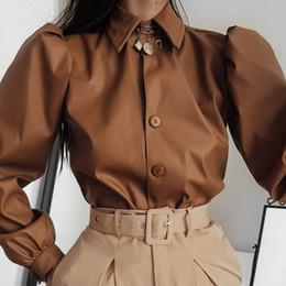 Camisetas de cuero de las mujeres online-De imitación de cuero de la manga de soplo de las mujeres Tee Shirts Mujer coreano elegante camiseta Tops Turn-down Collar Camiseta de las señoras de otoño