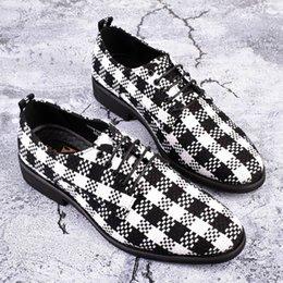 0e7a36719 ERRFC Venda Quente de Luxo Mens Sapatas de Vestido Preto Moda Dedo Apontado  Sapatos Derby Tendências Homem Britânico Casamento Primavera