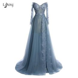 Vestito blu polveroso manica lunga online-Sexy Dusty Blue Lace Prom Dresses 2019 Completa maniche Appliques Aline lungo paillettes perline Prom Gowns Vestido De Festa Longo