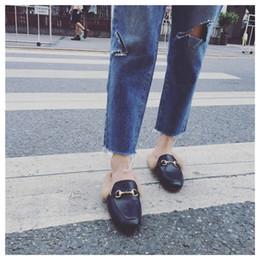 2019 chaussures plates à bout carré Femmes pantoufles de fourrure Plush Home Slipper Slip on Mule Women Flat Casual Chaussures Britannique Boucle Mocassins Femmes Outdoor Slipper Chaussure promotion chaussures plates à bout carré