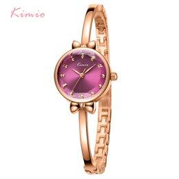 Color dorado relojes damas online-Mujeres baratas es KIMIO Thin Bow Small Watch Women Golden Rose Color Lady Watch para mujer Relojes de pulsera de cuarzo Reloj de pulsera creativo