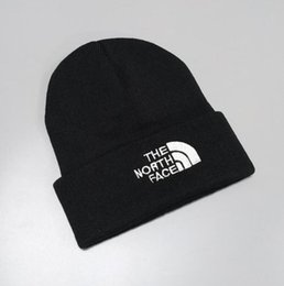 2019 chapéu de lã de orelha de gato preto NOVO Inverno unisex Caps França Marca homens Jacket moda chapéu de malha crânio esportes clássicos tampões homem casual ao ar livre Feminino Mulheres k03