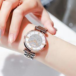 Color dorado relojes damas online-Casual buena calidad de aleación de la serie de gama alta damas romanas Palabra Escala temperamento reloj de plata de la manera del color de oro
