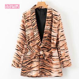 2019 куртка кожа тигра 2019 осень новая мода лацкан с длинными рукавами тигр кожи печати шнуровке костюм женская куртка пальто скидка куртка кожа тигра