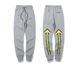 Pantalones de diseñador de moda para hombre Jogger Flecha amarilla Mujeres de impresión Estilo con cordón Pantalones deportivos Pcketed Lápiz de longitud completa Pantalones desde fabricantes
