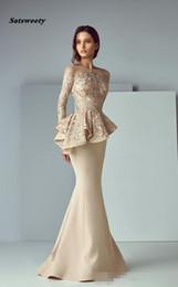 2019 bordado sirena vestidos de manga 2019 Champagne Peplum Vestidos largos formales Traje de noche Vestido de fiesta de sirena con cuello redondo de manga larga con encaje manchado Dubai Dubai