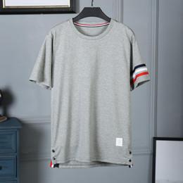 Синие белые красные полосатые шорты онлайн-Главная 2019 лето новый мужской дизайнер футболки с коротким рукавом манжеты красный белый синий лента хлопок шею мужская футболка в полоску размер M-2xl