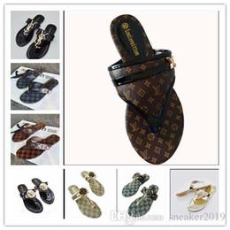 2019 cadena t correa tacones 2019 Moda mujer sandalias zapatillas para mujer Hot Luxury Designer flor impresa playa chanclas playa MEJOR CALIDAD