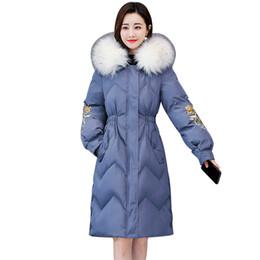 2019 lunghe giacche calde con cappuccio donna Winter Jacket Women Fashion Warm Parka Elegant Embroidery Casual Overcoat Big Fur Collar Hooded Long Down Cotton Paddded Coat sconti lunghe giacche calde con cappuccio donna