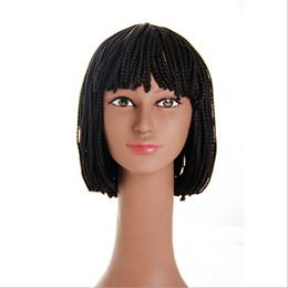 Toptan Ucuz Satış Mucit 10 inç Örgülü Kutu Örgü Peruk Isıya Dayanıklı Sentetik Peruk Siyah Kadınlar için Patlama Kısa Bob Peruk ile nereden