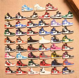 Mini sneakers online-Vai all'ingrosso Running Mini portachiavi scarpa 3D Sneaker in gomma morbida multi stili disponibili Charms a scelta libera