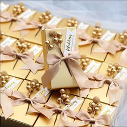 50 STÜCKE Europäischen Stil Hochzeit Gefälligkeiten Box Golden Red Candy Boxes DIY Geschenk Box Halter für Gäste Partei Liefert Paket von Fabrikanten