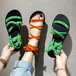 grüne peep toe flats Rabatt Marke Designer Grün Orange Stretch Stoff Schmalband Knöchelriemen Frauen Sandalen Peep Toe Flache Schuhe Frau Brief Druck Schuh