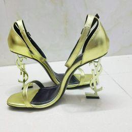 2019 nouvelles chaussures de designer de luxe à la mode femmes talons hauts talons de créateurs Chaussures pour femmes Lettre talon Simple et généreuse Boîte d'origine ? partir de fabricateur