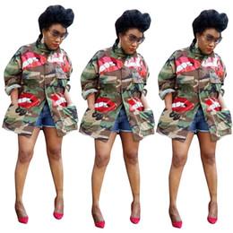 Signore lungo cappotto rosso online-Nuovi stili autunno Donne camuffamento cappotti Red Paillettes carino modello maniche lunghe grandi tasche della signora Fashion Jackets CoatsOutwear Casual 2020