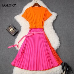 2020 оранжевая юбка Two Piece Set 2019 Summer Fashion Skirt Suit Women Short Sleeve Orange Tops & Tees+Mid-Calf Pleated A-Line Rose Red Skirt Set дешево оранжевая юбка