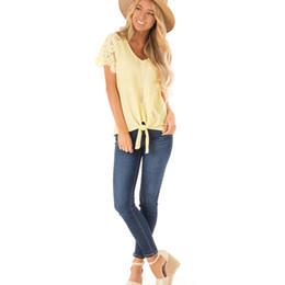 2019 Moda Kadınlar Casual Dantel Dikiş Sarı Örgü ile Üst Kısa Dantel Bahar ve Yaz Kadın Giyim Tops 8339 S-XL nereden