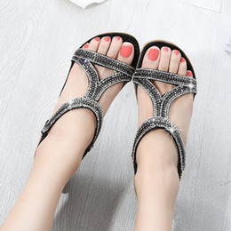 2019 sandálias de diamante de ouro Novo diamante plana saltos mulheres sandálias de grife senhora causal verão praia oco out sapatos preto / sivler / cor de ouro no167 sandálias de diamante de ouro barato