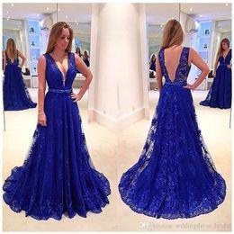 Robes de fiançailles 2019 dernières robes de soirée conçoit des robes de soirée en dentelle bleue royale Sexy col en V profond robes de bal longues ? partir de fabricateur