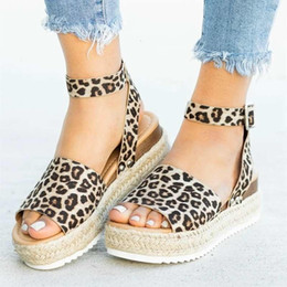 Sandálias de leopardo on-line-Salé-Cunhas Hot Shoes sapatos de saltos de Verão Leopard Slides Chaussures Femme Platform Sandals 2019 GMX190705