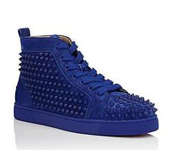 Pisos de color rojo oscuro online-High Top Dark blue Spikes Casual Flats Zapatos de lujo con fondo rojo 2017 Nuevo para hombres y mujeres Diseñador de fiesta Zapatillas de deporte Amantes Cuero genuino