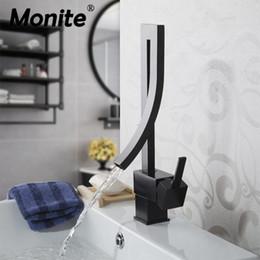 крепление на стене Скидка Monite Black Латунь Смеситель для раковины с одной ручкой Водопад Смеситель для раковины Горячий холодный Смесители для ванной комнаты Раковина Водопад Смеситель для слива